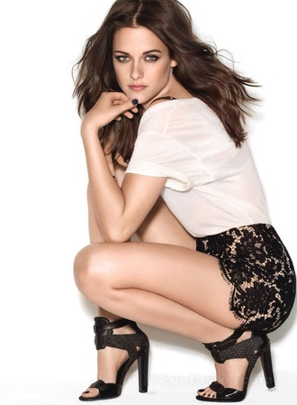 kristen stewart lace shorts t-shirt black shorts