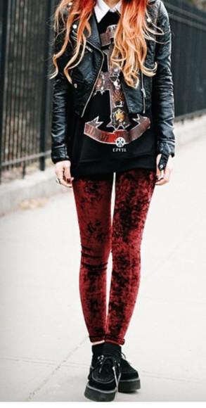 jacket veste cuir noir top noir pullover rouge jeans burgundy denim jean bordeaux