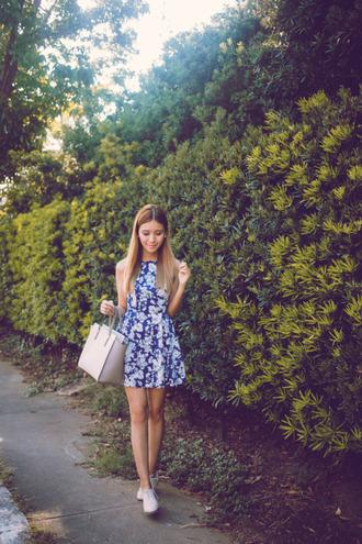 tricia gosingtian blogger floral dress purse