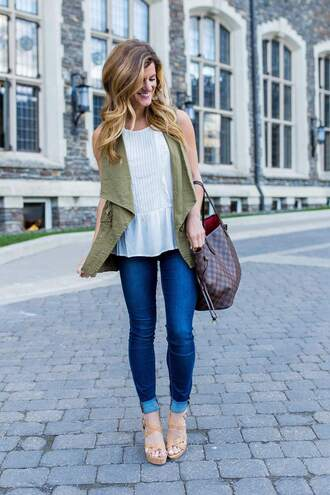 brighton the day blog | dallas fashion blog blogger jeans tank top jacket shoes top bag jewels white top louis vuitton skinny jeans sleeveless army green jacket wedges