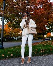 sweater,turtleneck sweater,knitted sweater,white jeans,skinny jeans,pumps,aviator sunglasses,shoulder bag