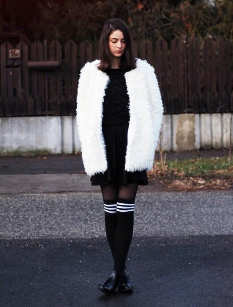 mes memos blogger white coat fluffy fuzzy coat knee high socks