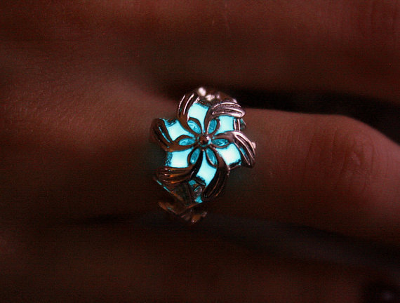 Nenya Galadriel RING .925 Sterling Silver that GLOW by Papillon9