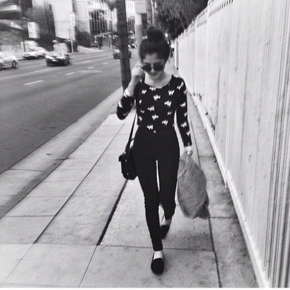 round sunglasses black sunnies shirt high waisted jeans crop tops black long sleeves bun black skinny jeans instagram