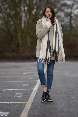 shot from the street blogger coat blanket scarf black shoes