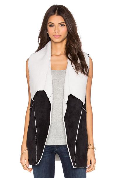 1. STATE vest black