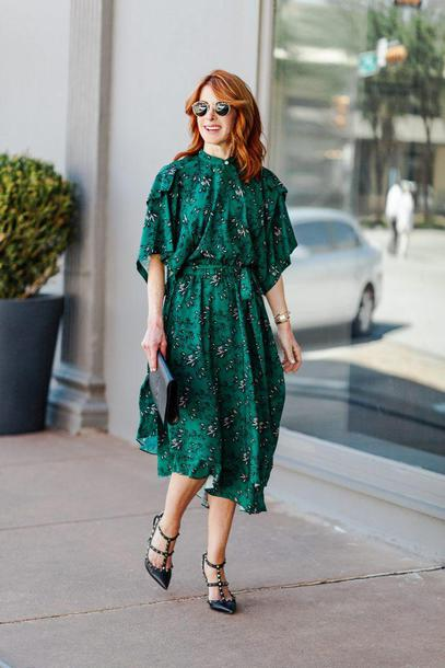 themiddlepage blogger dress shoes bag green dress valentino rockstud summer outfits
