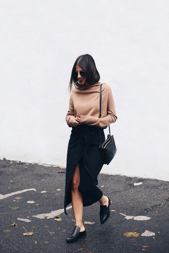 elif filyos blogger sweater skirt slit skirt nude sweater nude fall outfits front slit skirt black skirt midi skirt wrap skirt bag black bag black shoes office outfits