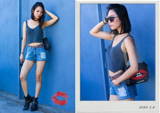 blogger sunglasses denim shorts ripped shorts shoulder bag crop tops brown belt black boots