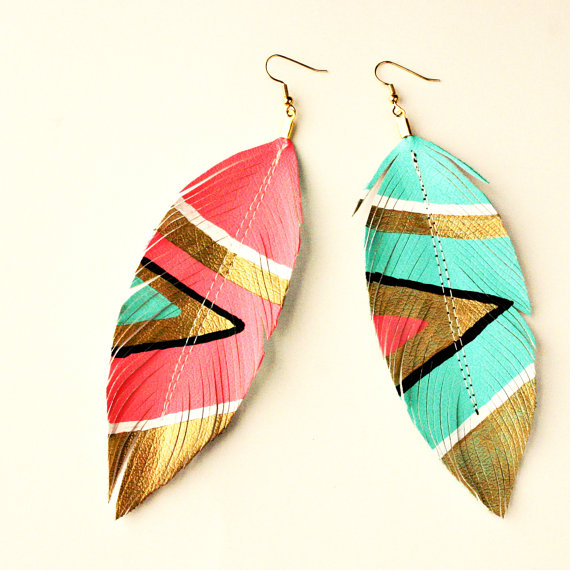 Sale  neon aztec  faux leather feather earrings  par lovesexton