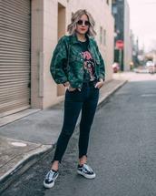 jacket,denim jacket,military style,black t-shirt,sneakers,skinny jeans,sunglasses