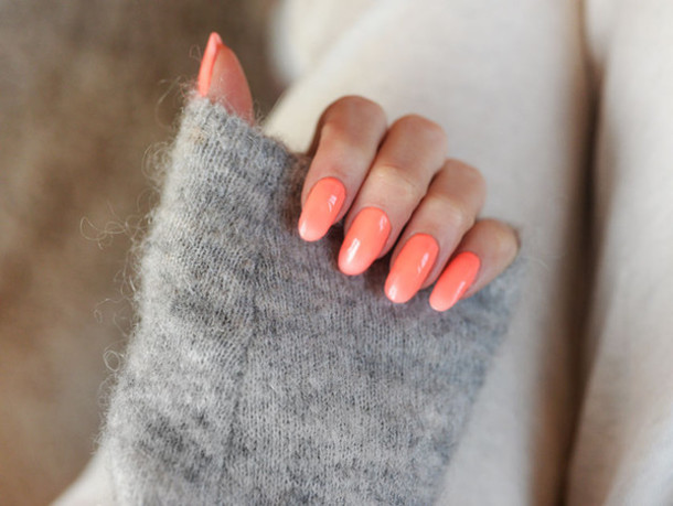 stylista blogger coral nail polish