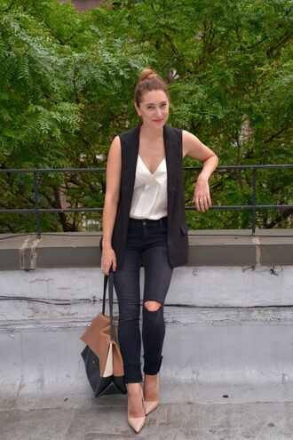 my style pill blogger tank top vest black ripped jeans white top nude heels