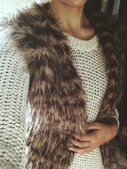 jacket sweater fur vest fashion vest faux fur faux fur vest knitted cardigan zara sweater fur coat furry faux fur jacket faux fur coat brown fur vest beige knitted sweater zara boho shirt