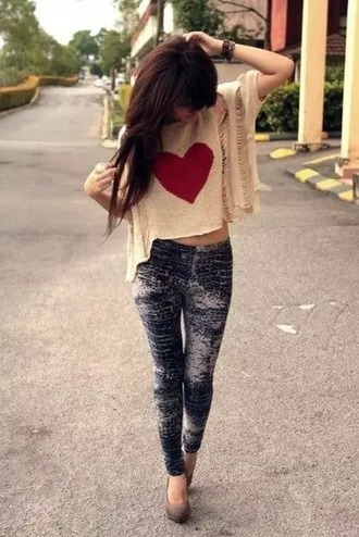 t-shirt heart sweater sweter jeans