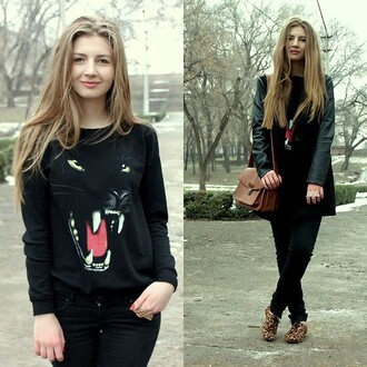 sweater black animal face print animal print winter outfits blonde hair
