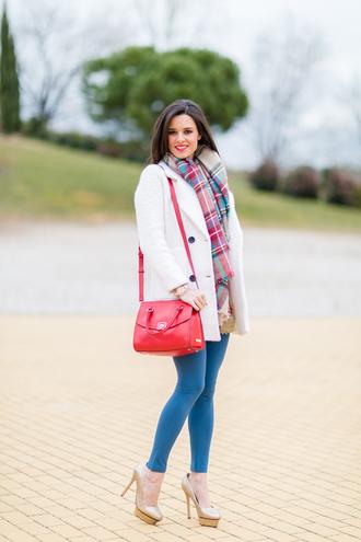 crimenes de la moda blogger white coat red bag tartan scarf jeggings nude high heels pants leggings bag scarf red lime sunday