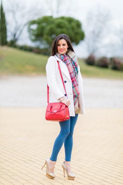 crimenes de la moda blogger white coat red bag tartan scarf jeggings nude high heels pants leggings bag scarf