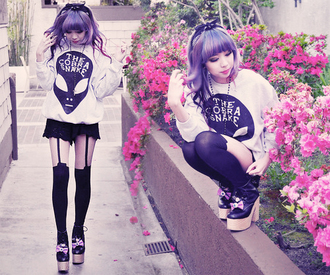 shoes allien sweater the cobra snake black white leggings alien pastel goth alien sweater top kawaii cute
