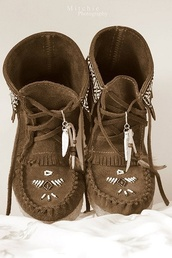 shoes,boots,moccasin boots,hippie,hippie boots,indian style,indian boots,boho,boho boots,moccasins,hippie chic,country style,boho chic,bohemian,brown leather boots,cute,booties,indie