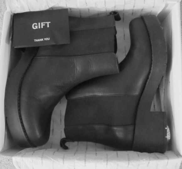 gift black shoes boots chelsea chelsea boots heeled heel boots heeled boots fashion clothes footwear