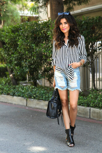 shorts black and white striped shirt distressed denim shorts black heels black bag blogger sunglasses