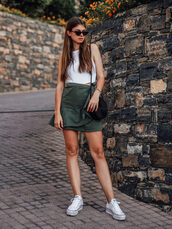 top,white top,skirt,shoes,sunglasses,bag