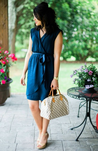 life & messy hair blogger dress shoes jewels bag