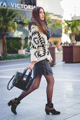 shoes and basics blogger aztec sweater grey dress black bag dress cardigan bag shoes jewels