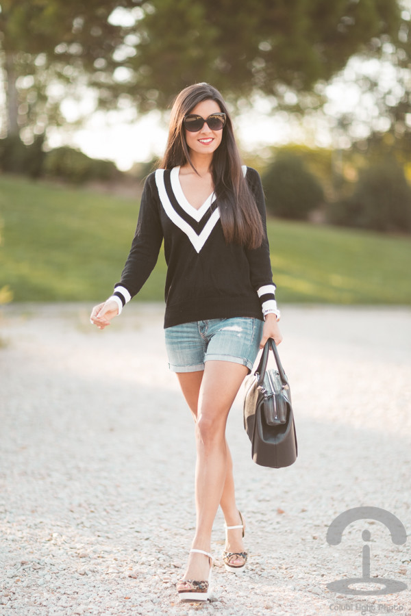 crimenes de la moda blogger sunglasses jewels bag sweater shorts shoes