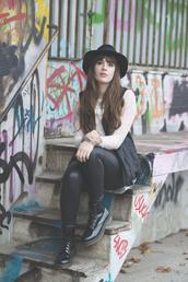 andy sparkles,blogger,hat,leggings,DrMartens