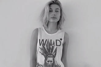 t-shirt hailey baldwin top