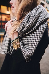 scarf,plaid,black and white,warm,winter outfits,houndstooth