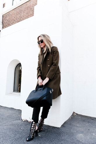 oracle fox blogger sunglasses winter coat sandals maxi bag winter outfits khaki