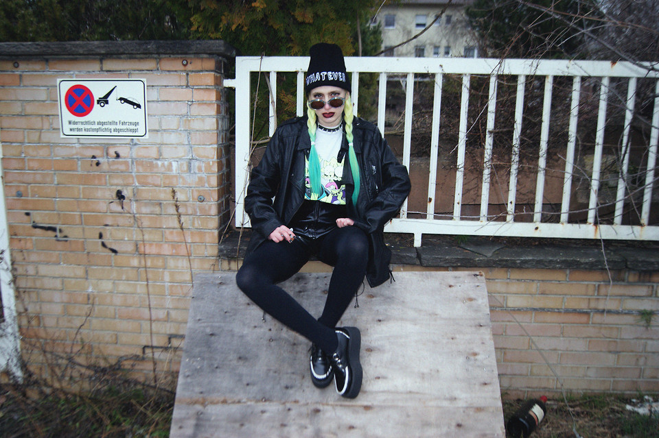 Local heroes whatever beanie, vintage leather jacket, diy bart & lisa tee, 2.hand rubber shorts, tuk lolita creepers