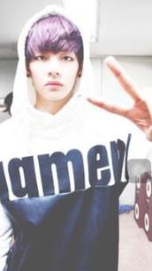 sweater,bts taehyunghoodie,hoodie,white sweater,black and white