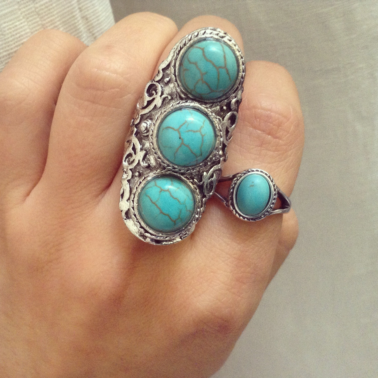 Adjustable 3 turquiouse stones ring