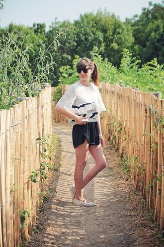 summer crush rosalie eve tassel clutch black shorts white top flats