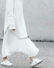 skirt,maxi skirt,pleated skirt,white skirt,minimalist,white shoes,college,white sneakers,oversized sweater,heavy knit jumper,all white everything,office outfits,fall outfits