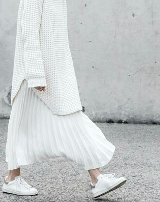 skirt maxi skirt pleated skirt white skirt minimalist white shoes college white sneakers oversized sweater heavy knit jumper all white everything office outfits fall outfits