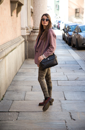 style and trouble,blogger,sunglasses,jacket,dusty pink,camo pants,quilted bag