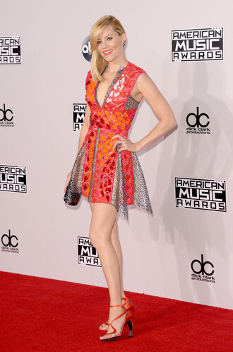 dress elizabeth banks short dress gown american music awards peter pilotto