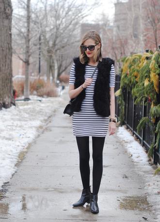see jane blogger sunglasses striped dress faux fur vest chelsea boots