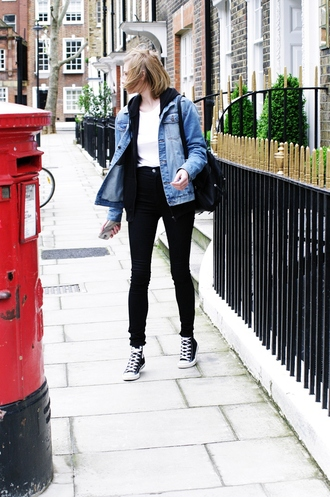 katiquette blogger jacket jeans shoes black jeans denim jacket white top black sneakers