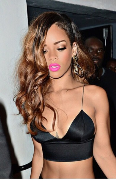 celebrity style rihanna pink lipstick crop tops black