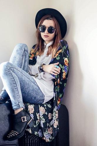 cardigan kimono round sunglasses round hat martin boots