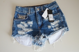 shorts jeans ripped shorts studs cutoff light denim frayed high waisted studded shorts summer high waisted shorts denim denim shorts distressed denim shorts studded jeans shorts #summer #cool #want