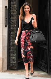 top,skirt,miranda kerr,pencil skirt,floral skirt,mirander kerr,style,classy woman,celebrity style