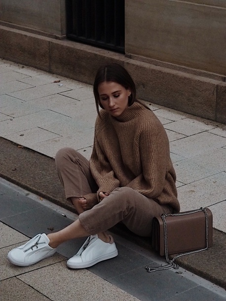 marie danker blogger sweater shoes bag fall outfits sneakers brown sweater oversized sweater brown bag brown pants