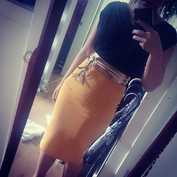simple bluenotes mustard skirt yellow dress rihanna black vest officeoutfit